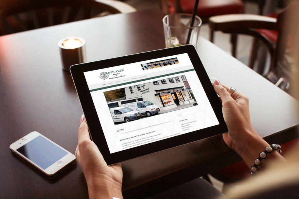 Website van den Aker